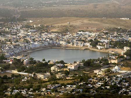 Pushkar surrounding Pushkar Lake